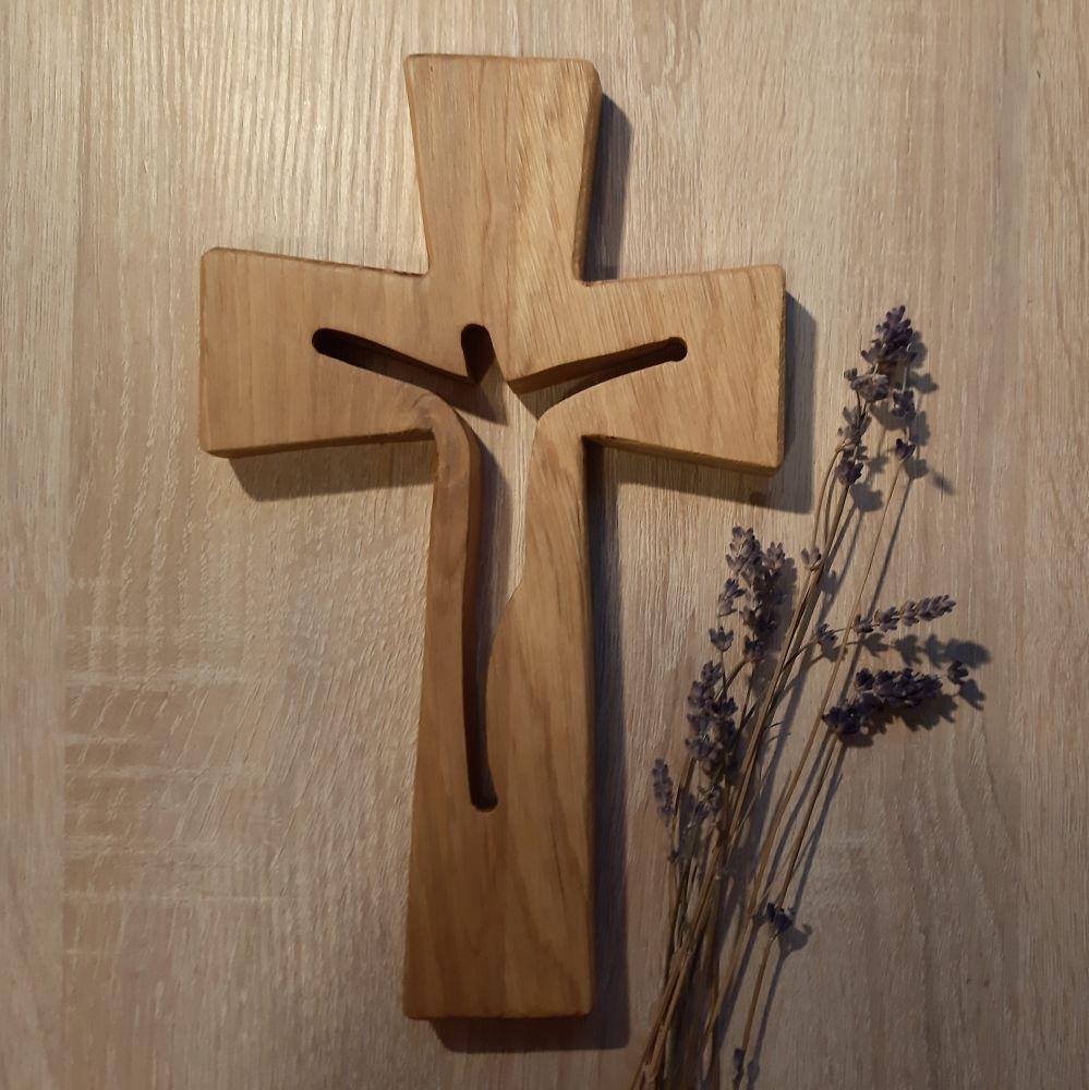 KŘÍŽ S VÝŘEZEM SILUETY KRISTA