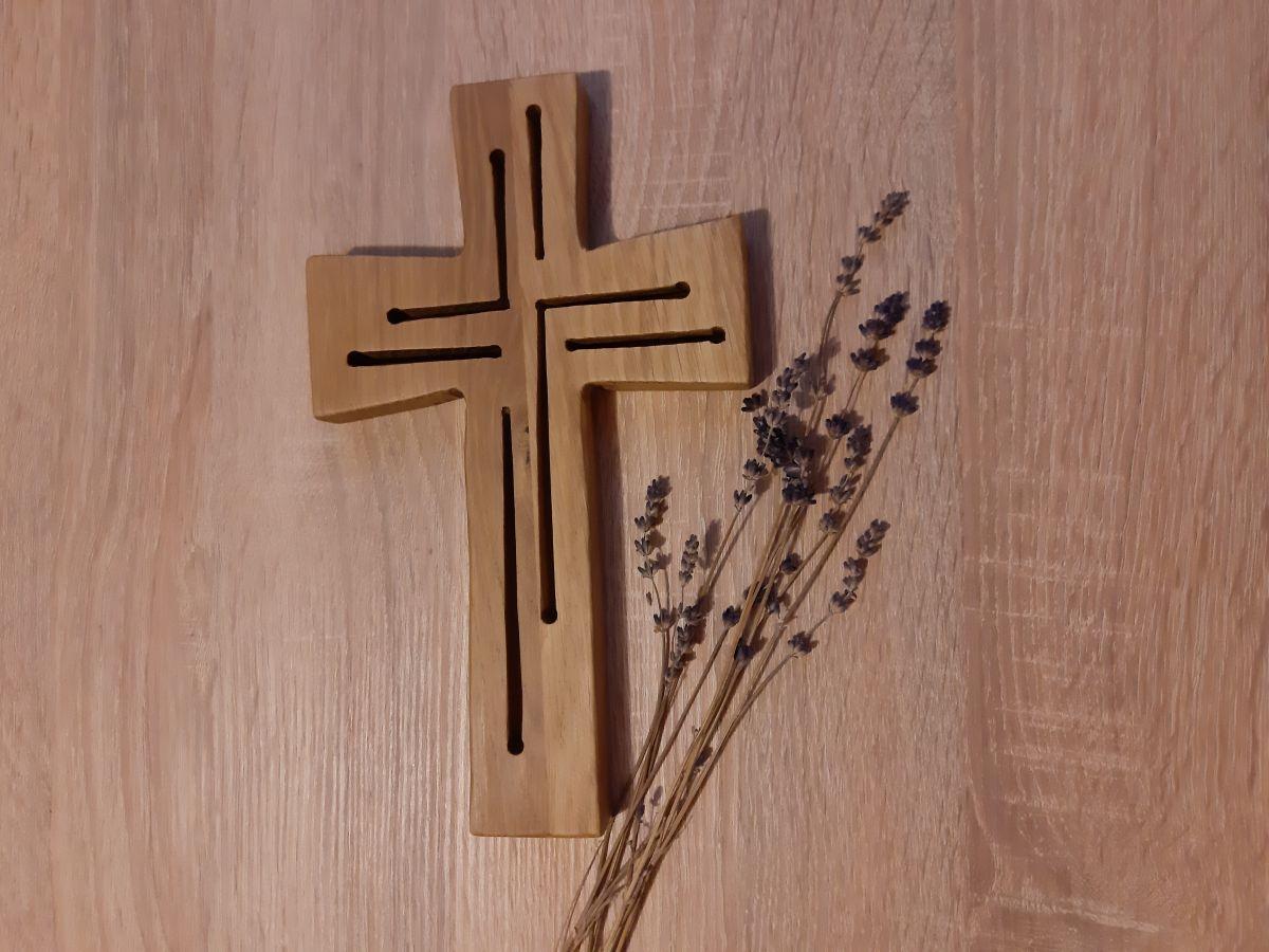 KŘÍŽ S PRŮŘEZEM
